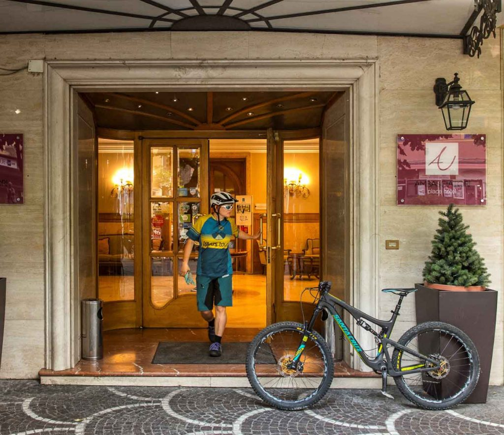 active-hotel-ambasciatori-place-i-nostri-clienti-in-bici-dinamici-vacanze-alternative-in-movimento-activity-hotel-fiuggi