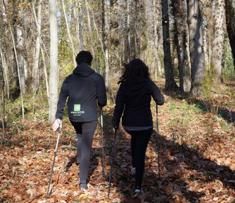 Nordic-Walking-camminare-con-i-bastoncini-tra-i-boschi-a-fiuggi-lazio-fiuggi-active-acuto