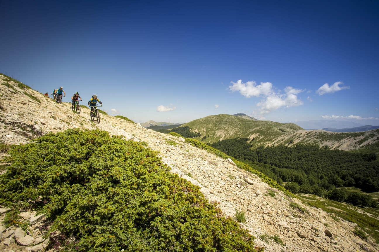 mountain-bike-montagna-in-bici-esplora-le-nostre-montagne-su-due-ruote-active-hotel-campo-catino
